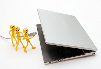 Personajes trabajando en equipo