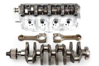 Piezas de un motor desmontado
