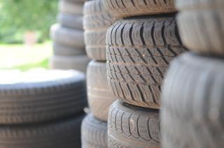 Apilar neumaticos fotos y vectores gratis for Pila pneus