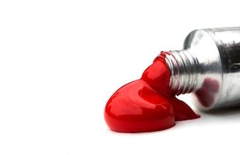 Pinturas acrílicas de color rojo en los tubos