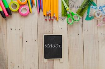 Pizarra y artículos escolares