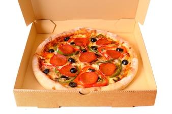 Pizza en una caja de entrega