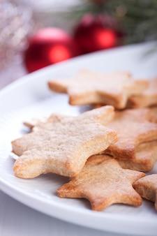 Plato con galletas sabrosas