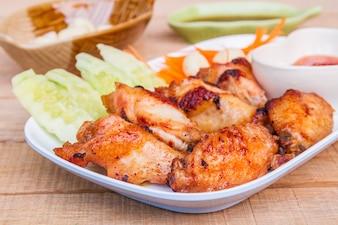 Pollo frito con salsa de pescado