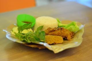 pollo frito y arroz