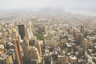 Por encima de los tejados de los edificios