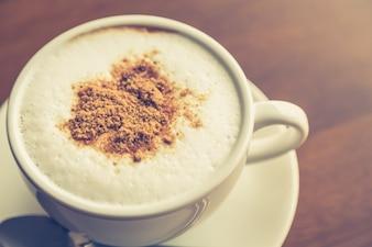 Primer plano de café caliente con chocolate
