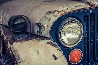 Primer plano de coche vintage oxidado