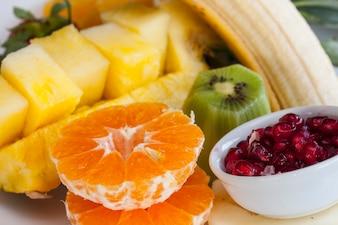 Primer plano de fruta fresca para desayunar