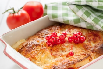Primer plano de pasta horneada con queso