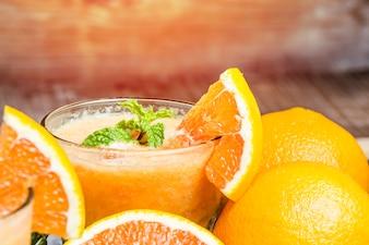 Primer plano de sabroso zumo de naranja