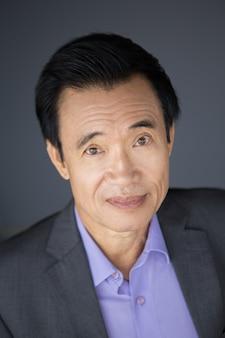 Primer retrato de hombre de negocios de Asia De mediana edad