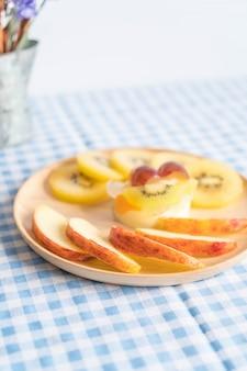 Pudín de frutas con kiwi y manzana