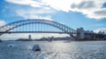 Puente grande metálico desenfocado