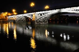 Puente sobre el río guadalquivir en sevilla