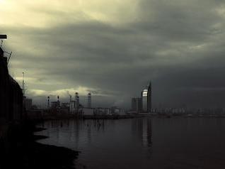 puesta del sol de tormenta, la bahía