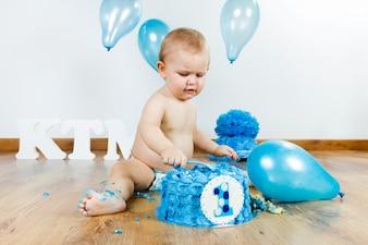"""""""Baby come la torta de cumpleaños."""""""