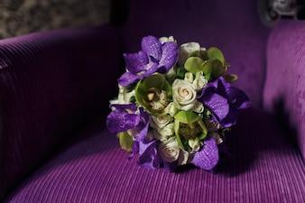 Ramo de flores moradas
