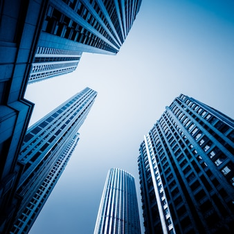 Rascacielos desde una vista de ángulo bajo