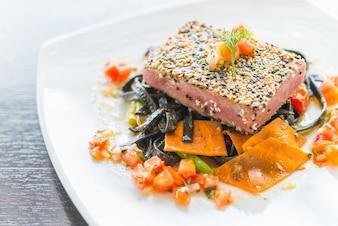 Restaurante de comida plato de comida primer