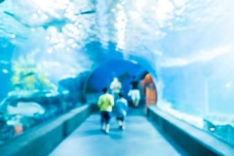 Resumen de desenfoque y defocused bajo el agua del tanque del túnel del acuario