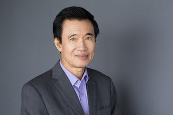 Retrato de hombre de negocios de Asia De mediana edad