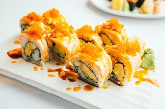 Rodillo de sushi de salmón