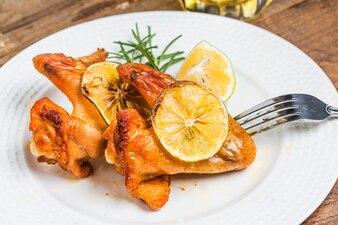 Sabroso pollo con limón