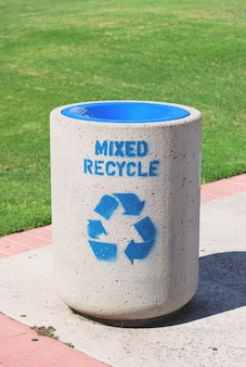 Selección recicle limpio puede color