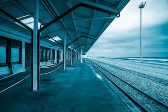 Silla vacía en la estación de tren de Bangkok.
