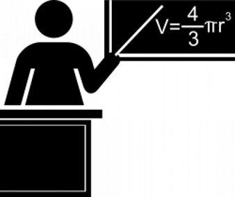 silueta maestra en blanco y negro con escritorio y pizarrón