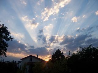 Sol naciente del amanecer