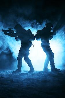 Soldados del ejército atacando