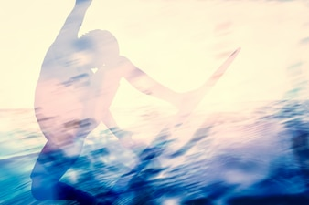 Sombra de persona nadando