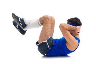 Sportman haciendo abs