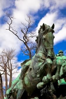 Subvención caballería estatua