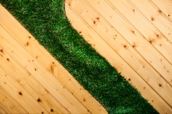 Suelo de madera con césped
