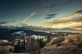 Sunrising en las montañas