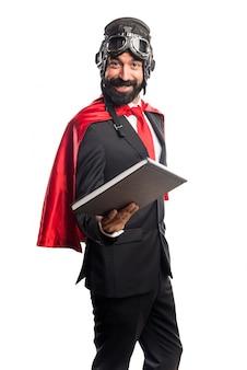 Super héroe libro de lectura hombre de negocios