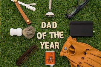 Superficie de hierba con objetos del día del padre