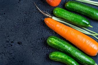 Superficie húmeda con hortalizas