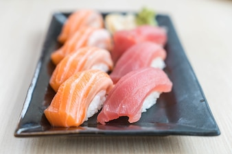 Sushi salmón y atún