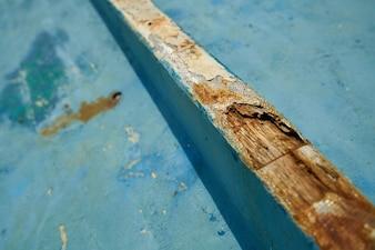 Tabla de madera con un roto