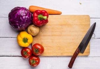 Tabla de picar con verduras
