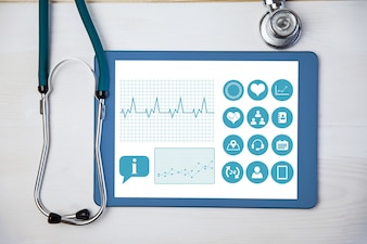 Tableta aplicación médica y un estetoscop