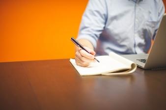 Tomar notas en la oficina