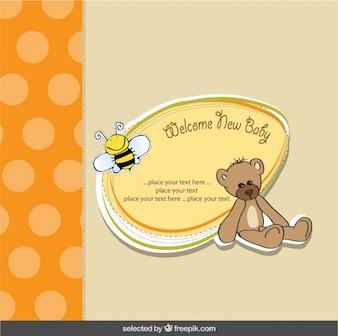 Tarjeta bienvenida del bebé con un oso de peluche y una abeja