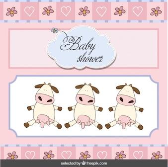 Tarjeta de la bienvenida del bebé con las vacas hermosas