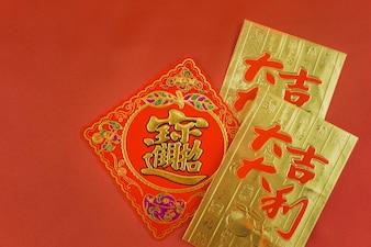 Tarjeta roja y dorada