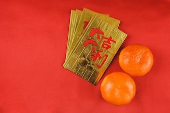 Tarjetas doradas para celebrar el año chino con mandarinas